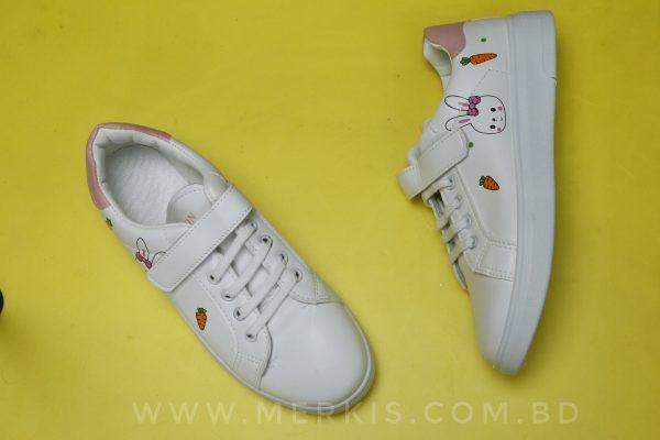 white sneaker for women