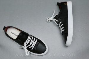 black sneaker for men