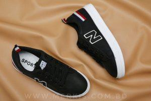 black sneaker for women